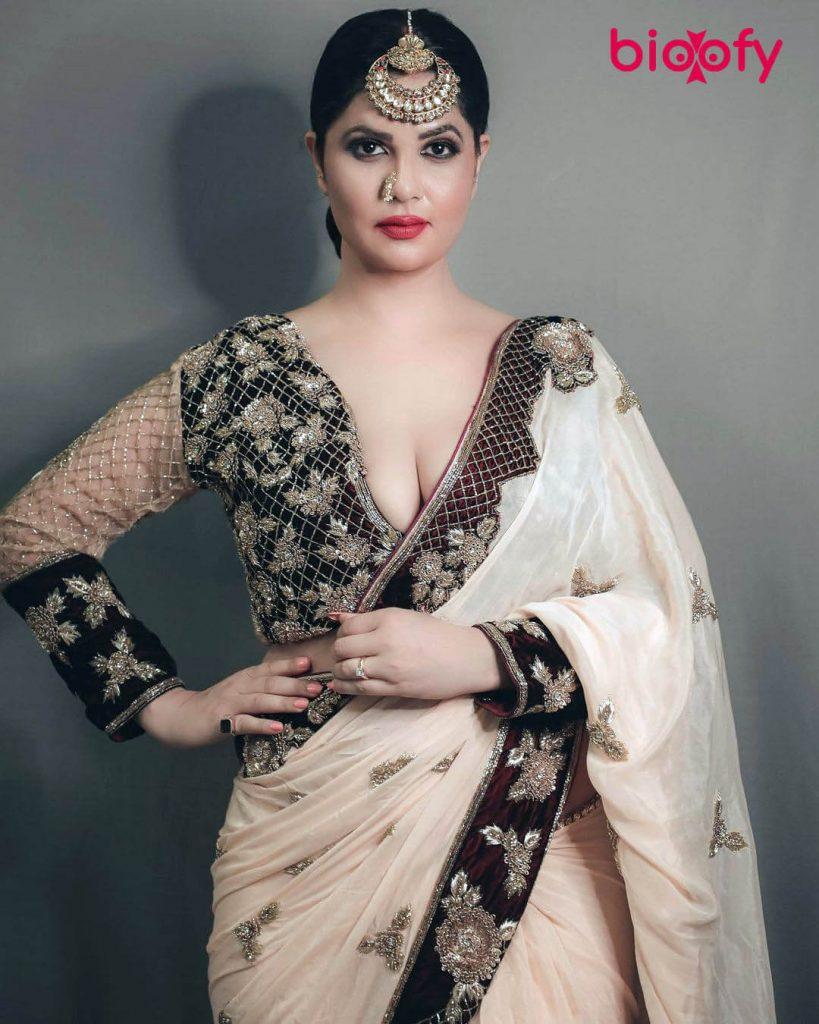 Aabha Paul dress