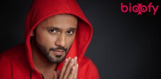 Rahul Vaidya pic in red jacket
