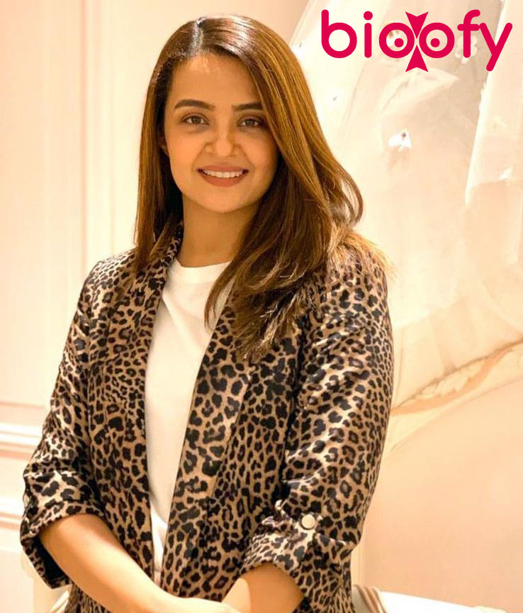 , Surveen Chawla Biography, Age, Images, Height, Figure, Net Worth