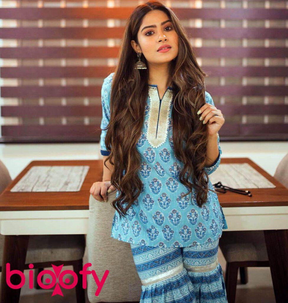 Trishna Mukherjee Netflix 975x1024