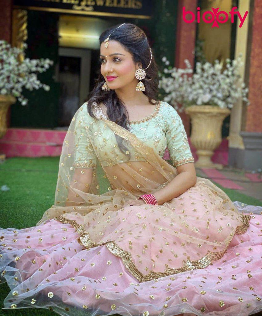 Chhavi Pandey Hot 850x1024