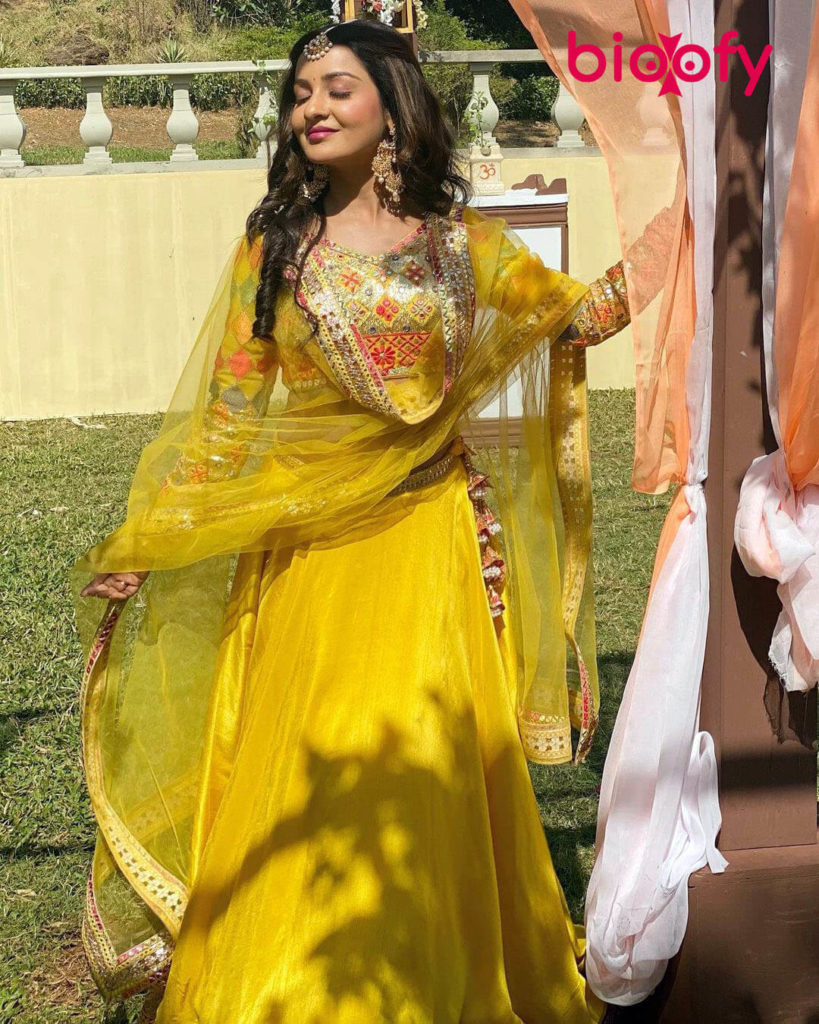 Chhavi Pandey Hot Pic 819x1024
