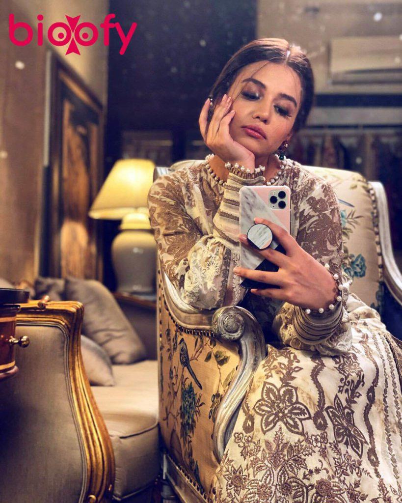 Zara Noor Abbas Bio 819x1024