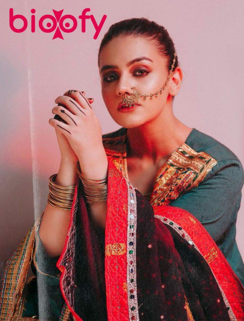 Zara Noor Abbas Biograhy 779x1024