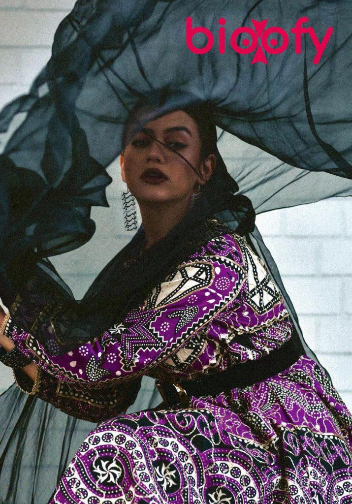 Zara Noor Abbas Image 2021 715x1024