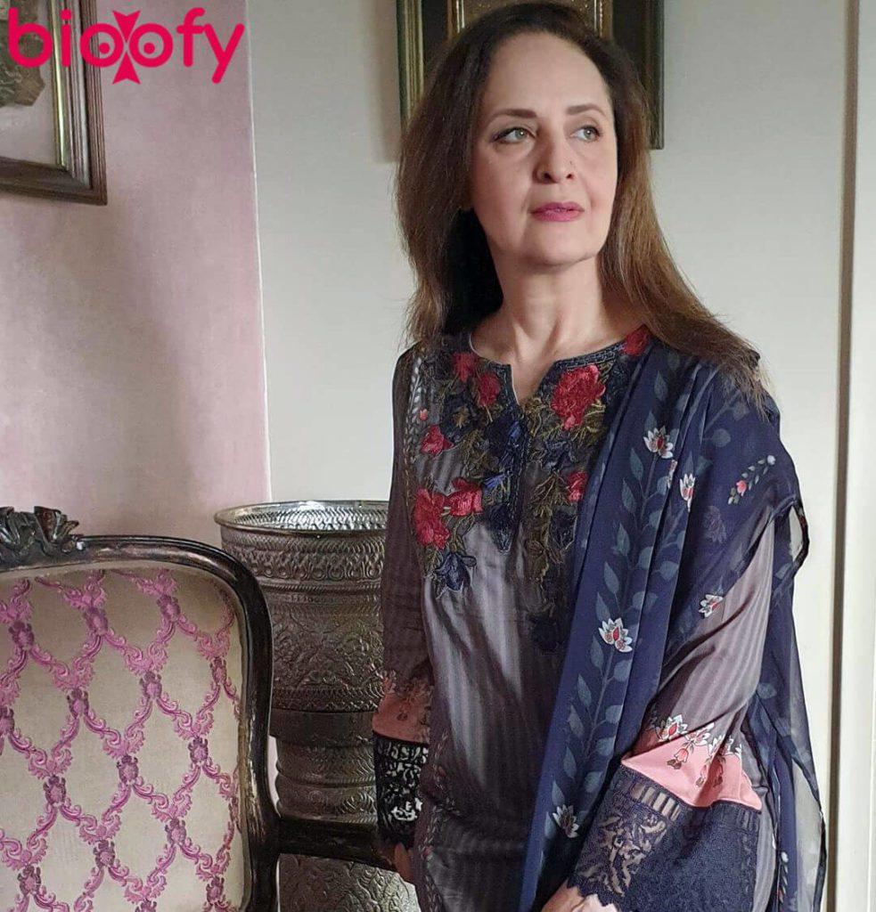 Hina Khwaja Bayat Hot 983x1024