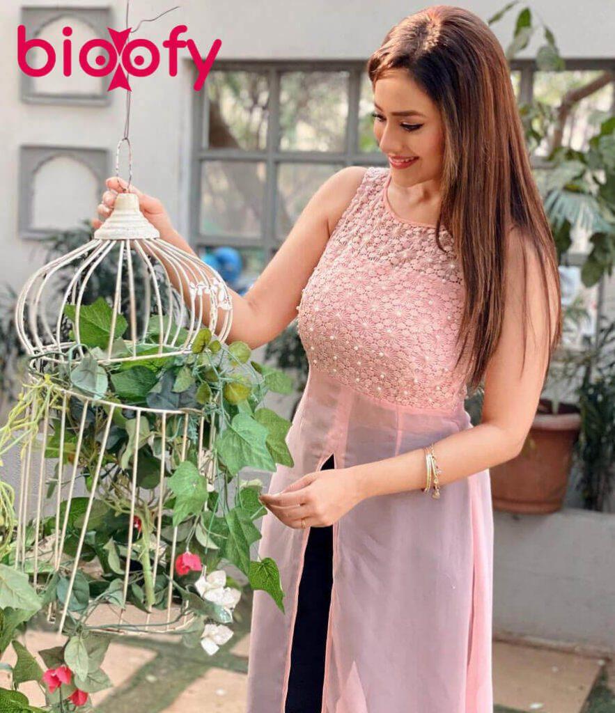Madalsa Sharma Bioofy 883x1024