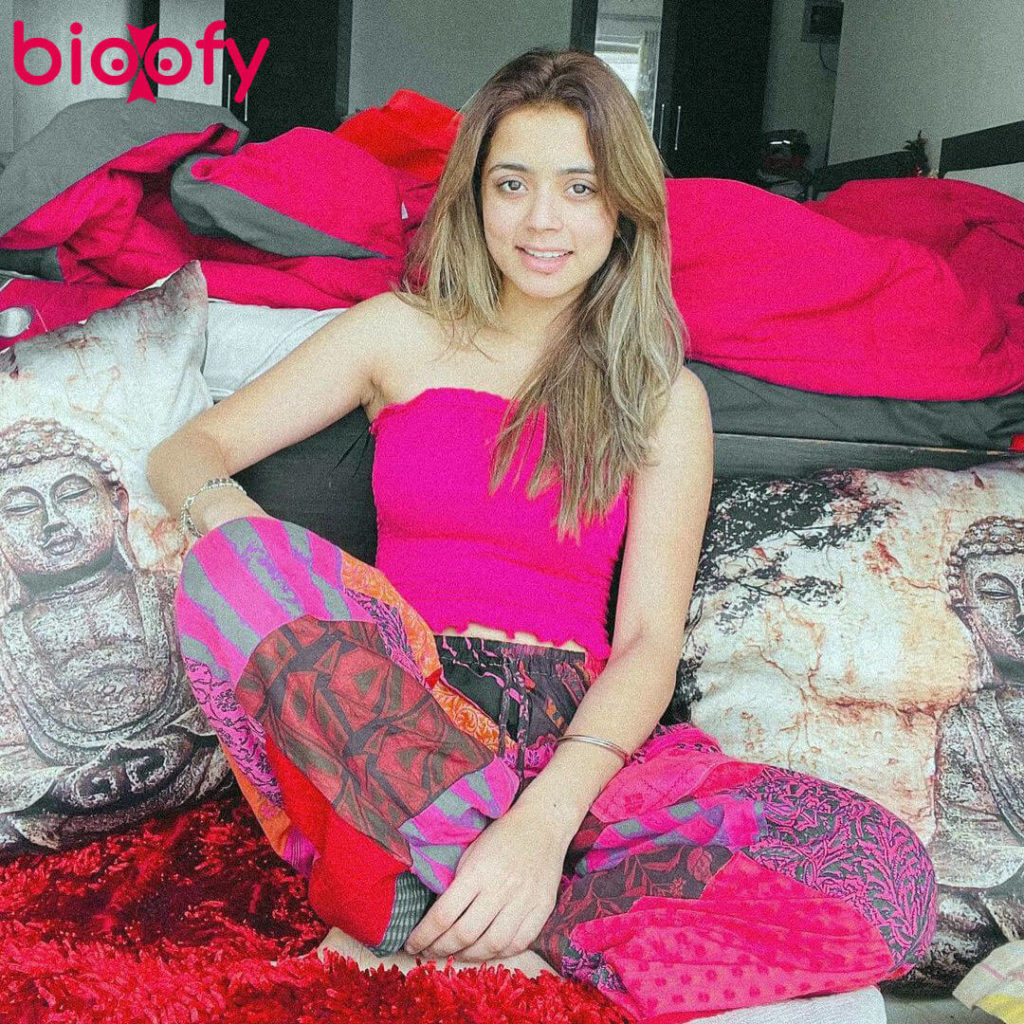 , Niharika Tiwari (Model) Biography, Age, Family, Figure, Boyfriends