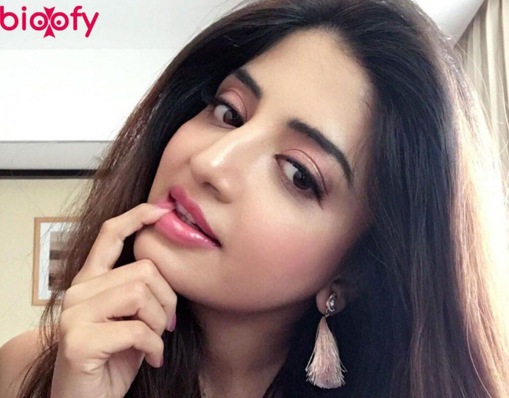 Poonam Kaur Hot Cute Pic 1024x800