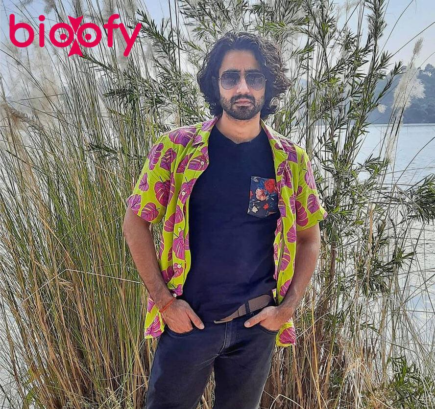 Naveen Pandita Bioofy