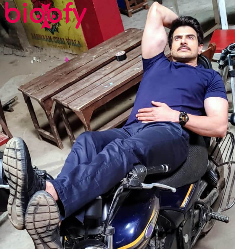 Rahil Azam Hot