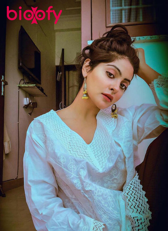 Yukti Kapoor Bioofy