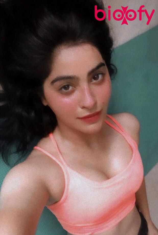Yukti Kapoor Hot