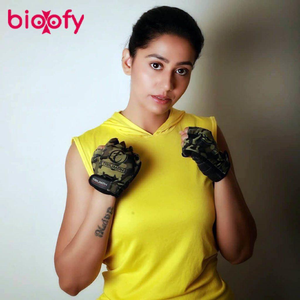 Alika Nair, Alika Nair biography, Age, Family, Figure, Boyfriends