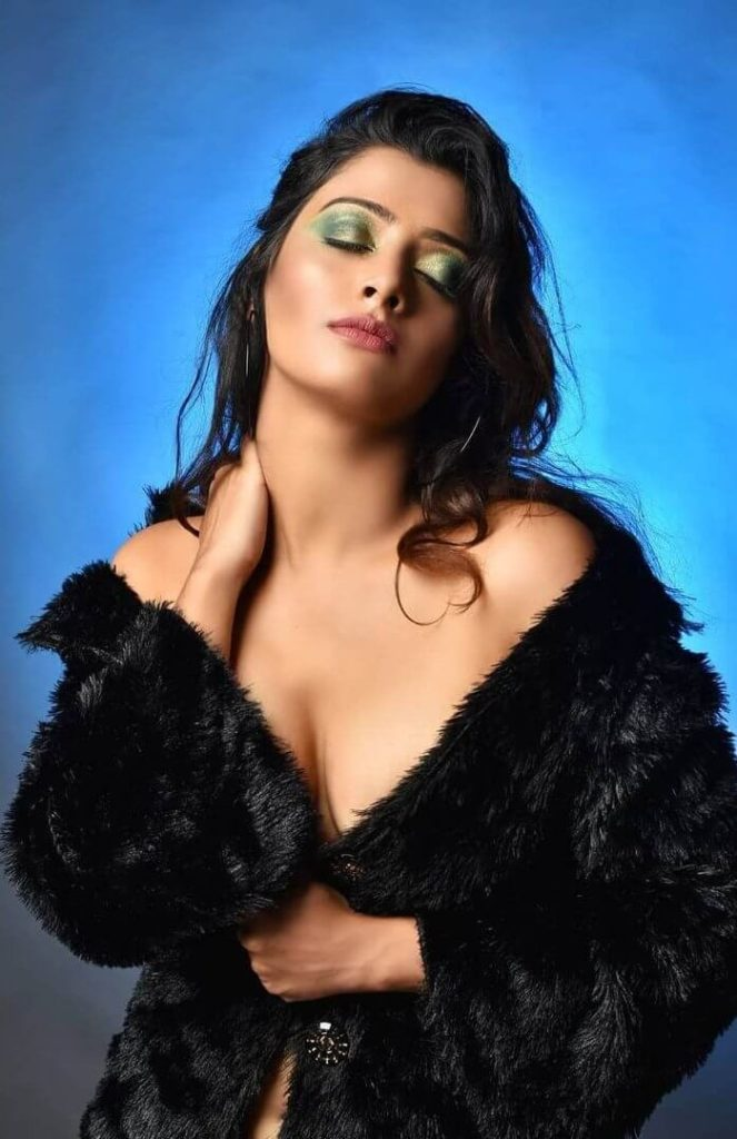, Koyeliya Lahiri Biography, Age, Images, Height, Figure, Net Worth