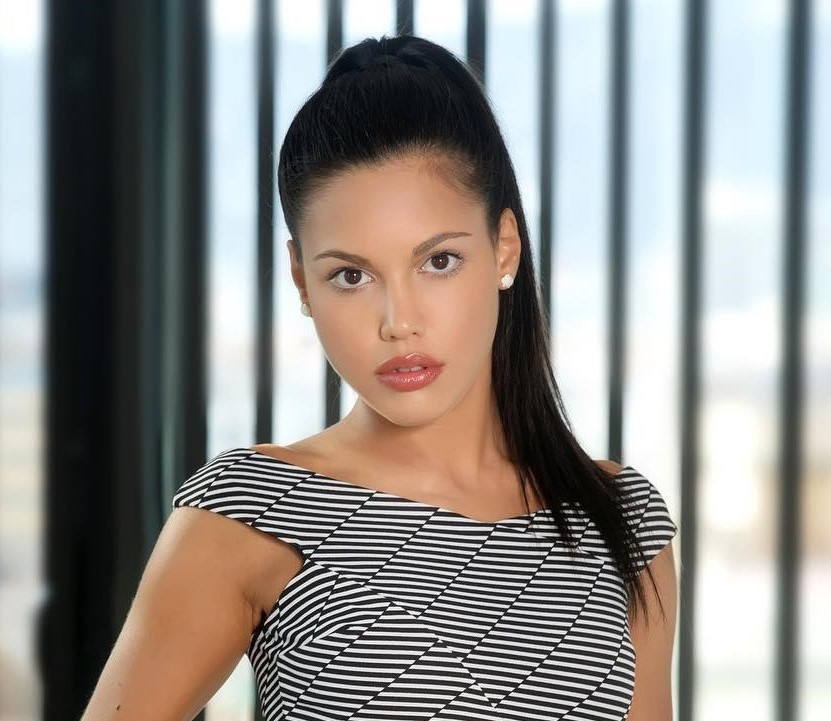, Apolonia Lapiedra Biography, Age, Images, Height, Figure, Net Worth