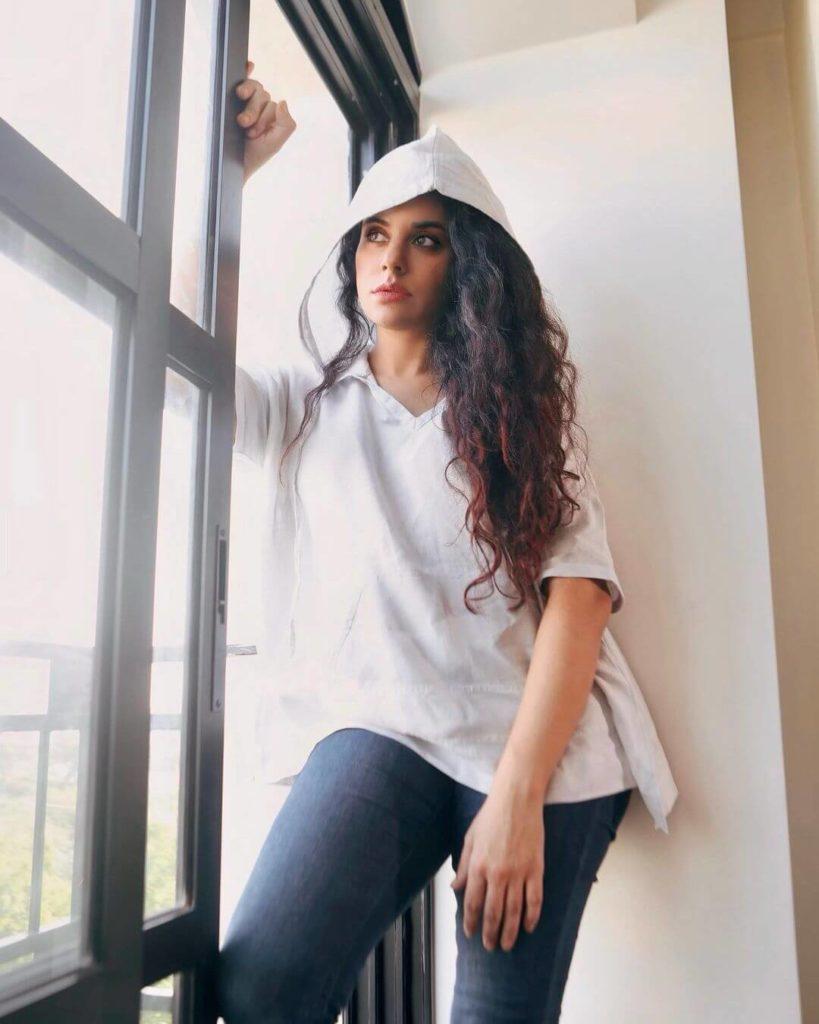 , Sara Arfeen Khan (aka Sara Khan) Biography Age, Family, Love, Figure