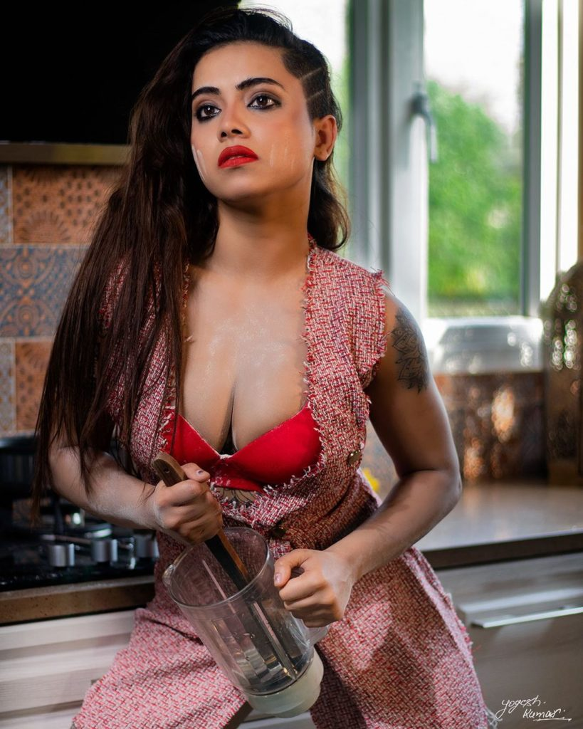 , Aanchal Biography, Age, Images, Height, Figure, Net Worth