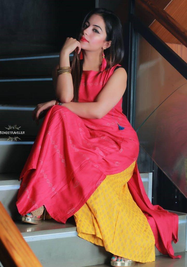 , Deepshikha Chhabra Biography, Age, Images, Height, Figure, Net Worth
