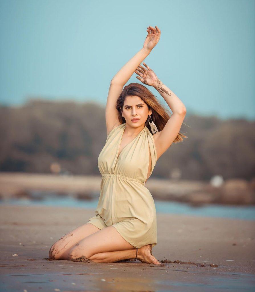 , Isha Anaand Sharma Biography, Age, Images, Height, Figure, Net Worth