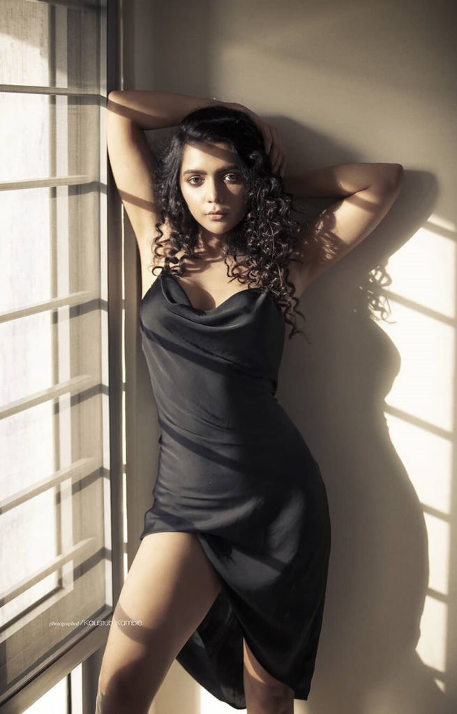 , Ruhi Singh Biography, Age, Images, Height, Figure, Net Worth